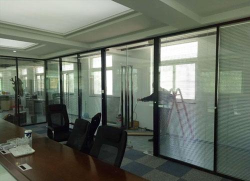 蓬莱玻璃隔断